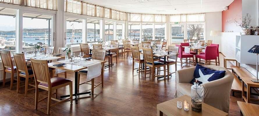 Hotellet har sin egen restaurant. Menuen byder på skønne lokale råvarer og et fantastisk udbud af havets lækkerier.