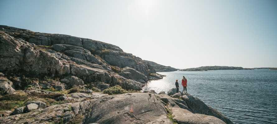 Bege er till västkustens skärgård och bo mellan klipporna och precis vid havet på Hav & Logi