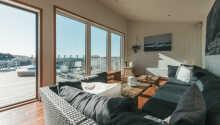 Dere bor i arkitektdesignede moderne familieleiligheter med plass til syv personer