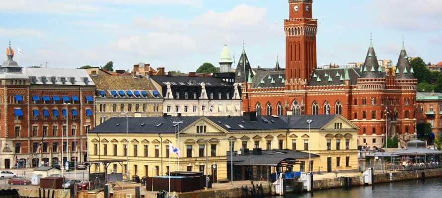 Hotellet ligger endast 15 km söder om Helsingborg där shopping och sightseeing väntar