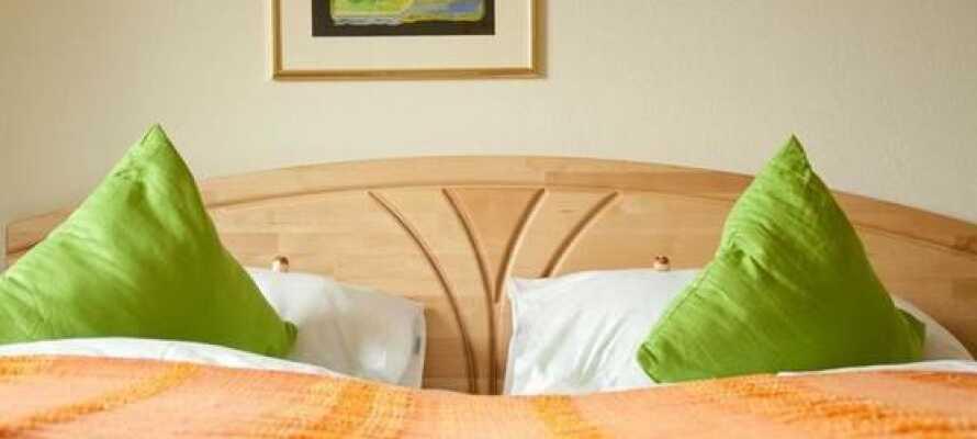 Hotellet har både enkelt-, dobbelt- og familieværelser med mulighet for tre ekstra senger