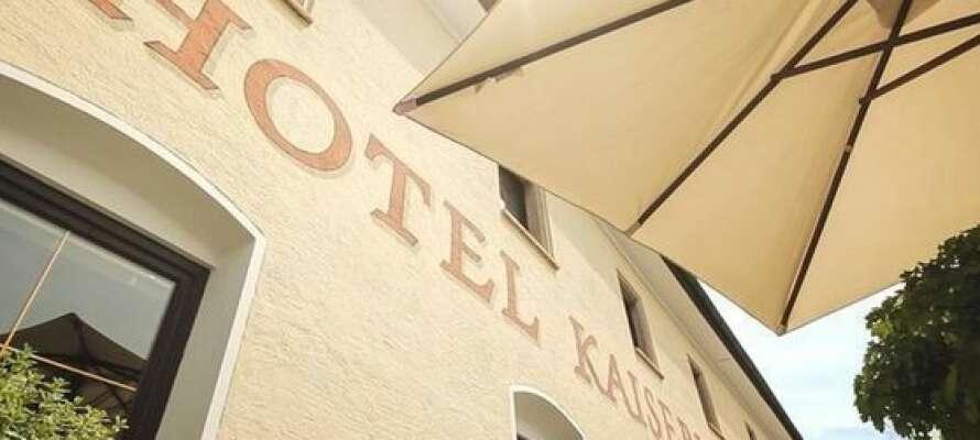 Hotellet er familieejet og der er god betjening og det ligger i rolige omgivelser.
