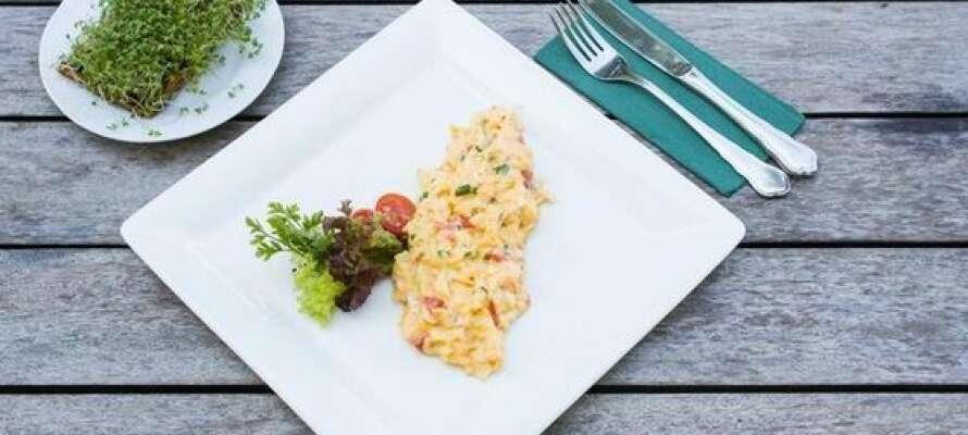 Hotellets restaurant har specialiseret sig i østrigske retter fra Salzburg og Steiermark.