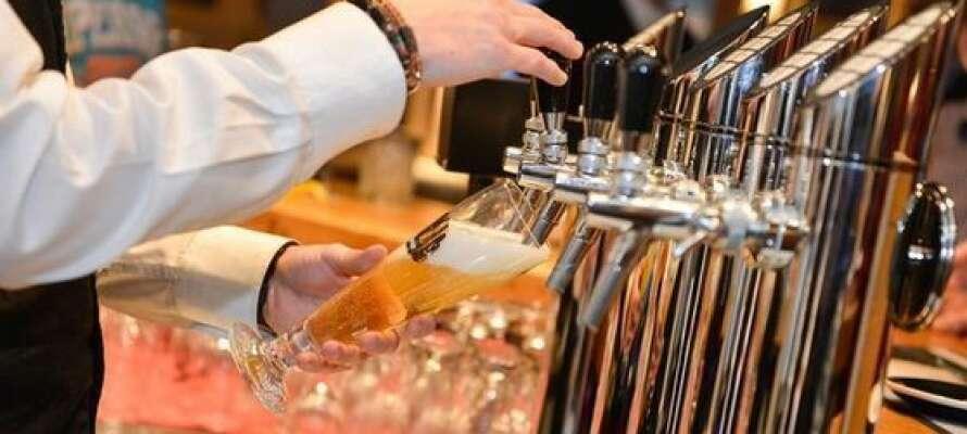 Prøv en af de 40 forskellige typer øl i Kaiserbaren på hotellet.