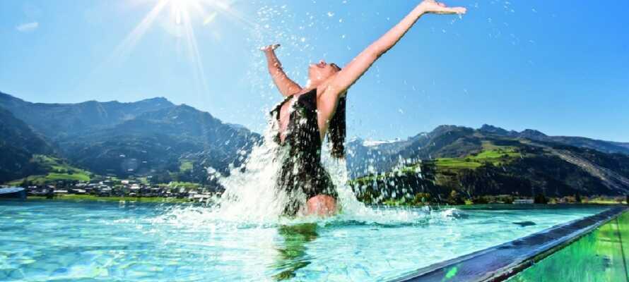 På varma sommardagar rekommenderas ett besök till populära Zell am See Kaprun Aqua Dome.
