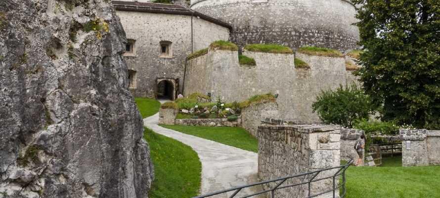 Området rundt hotellet byr på utallige skjønne opplevelser i de fjellrike omgivelsene. Ta f.eks. en tur til den gamle festningen i Kufstein.