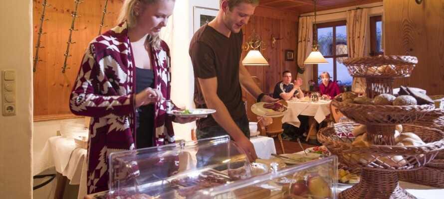 Hotellet har en mysig restaurang med fokus på lokala råvaror och österrikiska rätter.
