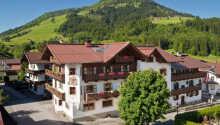 Hotellet ligger skønt i mere end 800 meters højde i den charmerende østrigske alpelandsby, Kirchberg