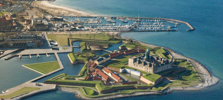 Das Schloss Kronborg liegt an der äußersten Spitze von Sjælland, und es ist eines der bedeutendsten Renaissanceschlösser von Nordeuropa.