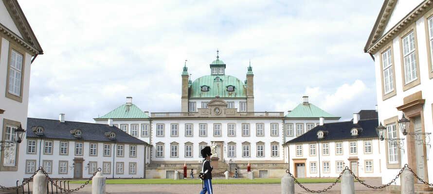 Tag på spændende og historiske udflugter, og besøg f.eks. Fredensborg Slot.
