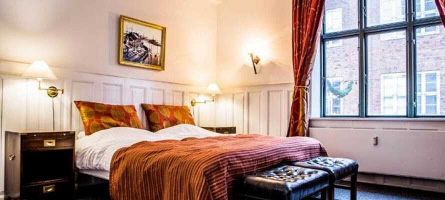 Hotel Hamlets værelser er klassiske og hyggelige. Opgradér til en af de lækre suites for ekstra komfort.