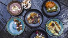 Genießen Sie leckere Speisen im Hotelrestaurant 'Den Glade Tallerken'