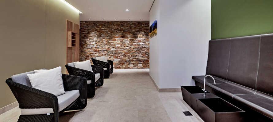 Under jeres ferie kan I også benytte hotellets fitnessområde eller bare slappe af i den indbydende wellnessafdeling.