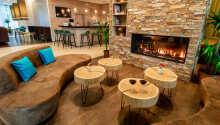 Erholen Sie sich abends vor dem Kamin in der Lounge.