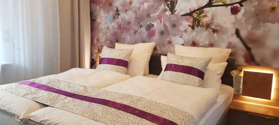 Det nyligt renoverede hotel tilbyder både standardværelser og mere rummelige komfortværelser.