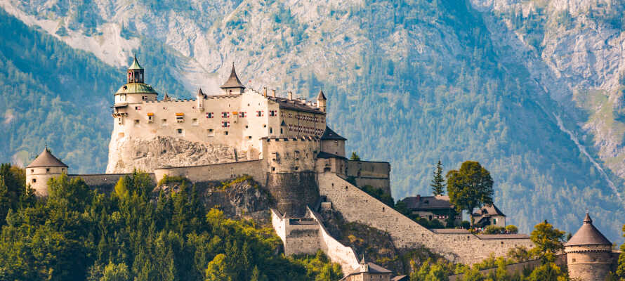 Åk på en historisk utflykt till den imponerande fästningen Hohenwerfen.