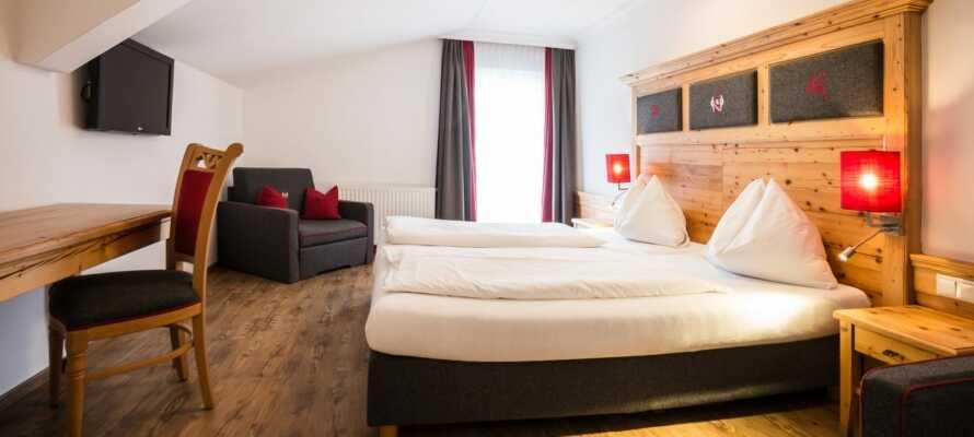 Här inkvarteras ni i rymliga och bekvämt inredda hotellrum.