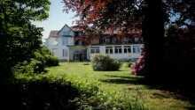Das Berghotel Hahnenklee genießt eine schöne, grüne Lage, südwestlich der gemütlichen Stadt Goslar im Harz.