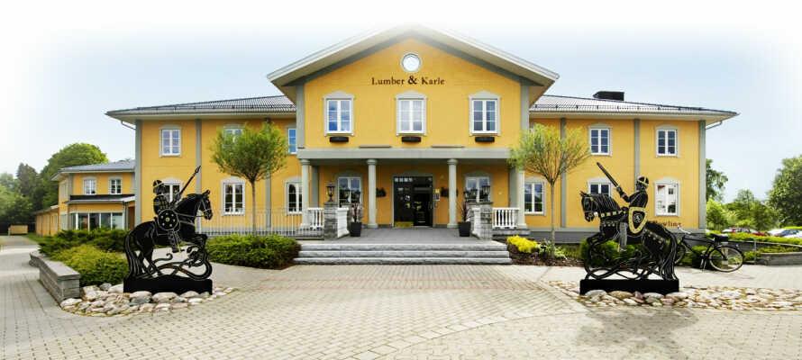 Lumber & Karle ligger i hjärtat av Sverige där lantlig idyll och charmerande landsbygder präglar omgivningarna