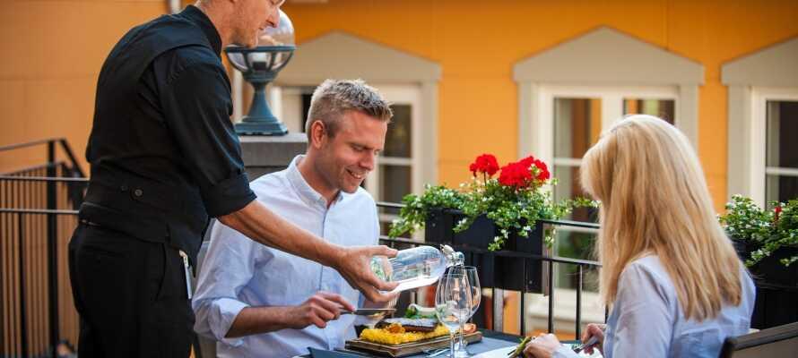Hotellets egen restaurant byder på kulinariske oplevelser med udsøgte retter der kombinerer  det traditionelle og det moderne