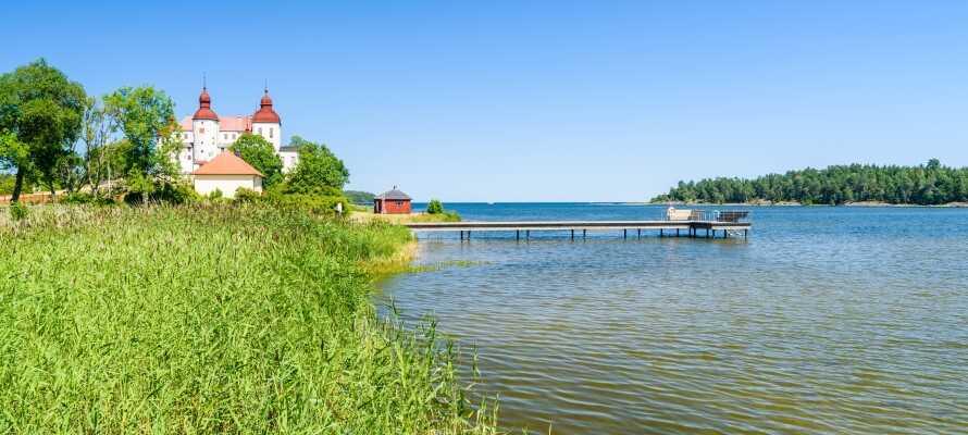 Hotellet ligger endast en kort biltur från staden Lidköping och Sveriges största sjö, Vänern