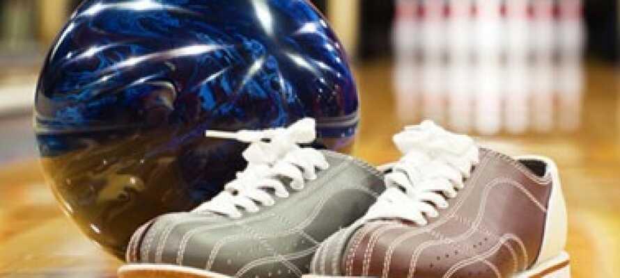 Under ert uppehåll har ni möjlighet att spela både bowling och shuffleboard