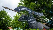 Hotellet ligger mellem Skara, Vara og Lidköping ca. 30 km. syd for Vänern