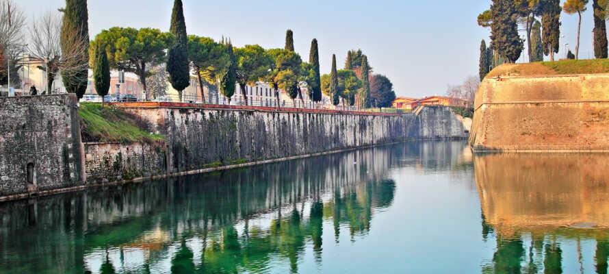 Peschiera del Garda ligger bare en kort spasertur fra hotellet.