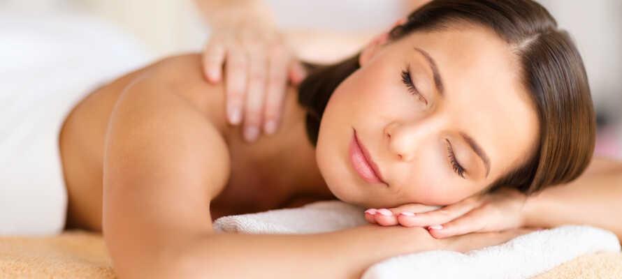 Det moderne wellness-center byder f.eks. på tyrkisk bad, finsk sauna, jacuzzi, vandparadis, kneipp path samt massage, som kan bestilles på hotellet.