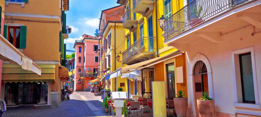 Besøk de små butikkene i Peschiera del Garda, som sikkert har noe å friste med.
