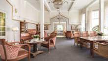 Hotellet har rødder tilbage til 1867, og præges af et autentisk og stemningsfuldt salonmiljø, i Jugend-stil.