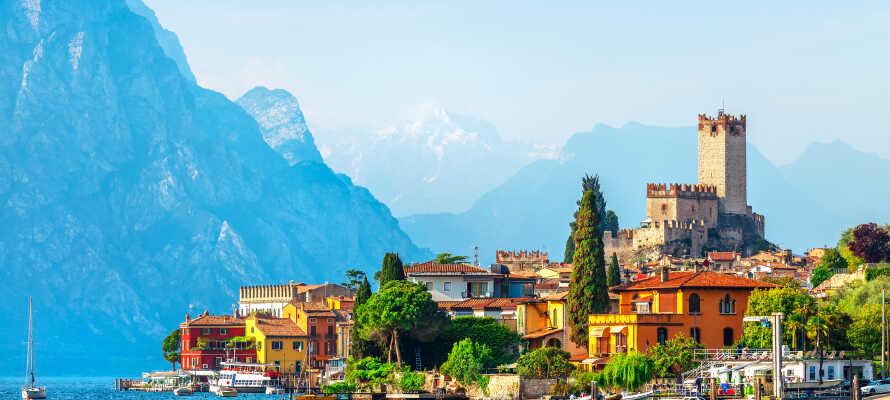 Hotel Cristallo Malcesine har en suveren beliggenhet rett ved Gardasjøen