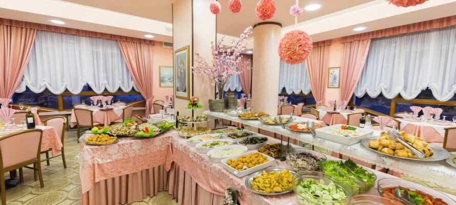 Dette ophold inkluderer en omfattende aftenbuffet med masser af dejlige retter fra det autentiske italienske køkken