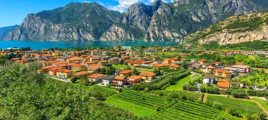 Utforsk området og besøk vakre byer som f.eks. Torbole, Limone Sul Garda og Riva Del Garda