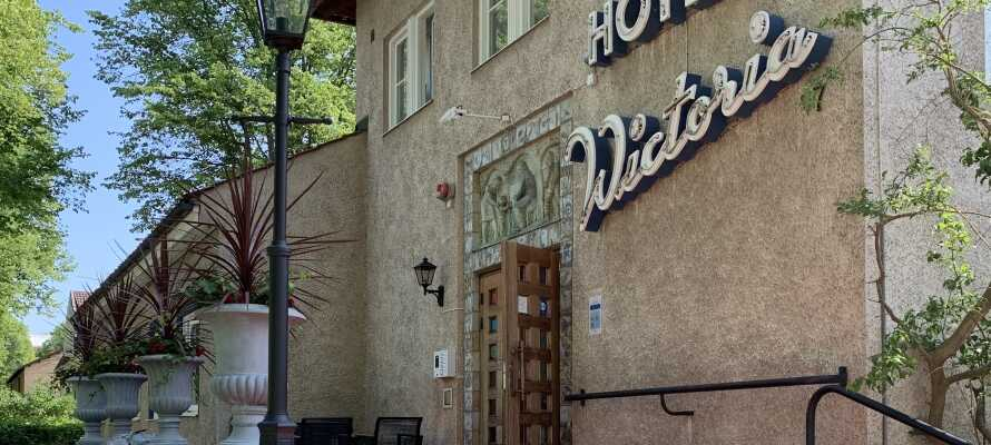 Das Hotel Wictoria hat eine zentrale, aber dennoch ruhige Lage in Mariestad, das nahe am größten schwedischen See, dem Vänern, liegt.
