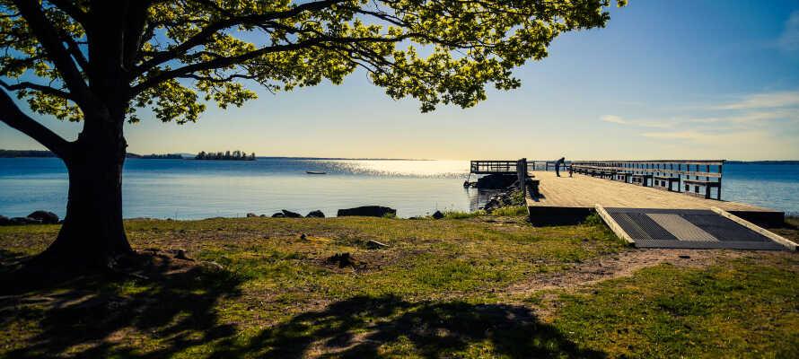 I bor omgivet af dejlig natur, og nærheden til Vänern giver jer masser af muligheder af forskellig art.