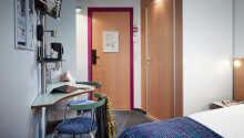 Alla rum har eget badrum, TV och vattenkokare.