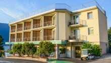 Alle Zimmer verfügen über einen eigenen Balkon und vom Hotel aus haben Sie einen herrlichen Blick auf den Gardasee.