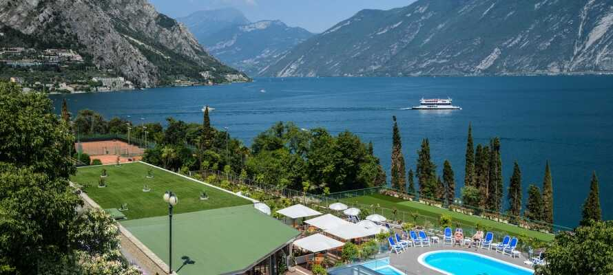 Garda Suite Hotel har en suveræn beliggenhed direkte ud til Gardasøen