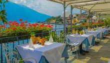 Vakker utsikt over innsjøen fra terrassen