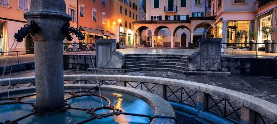 Tag på udflugt og besøg f.eks. en af regionens største og mest populære byer, Riva del Garda.