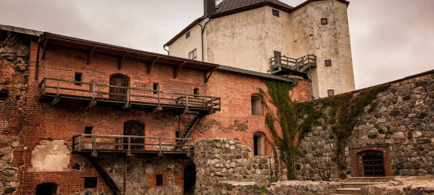 Besøk og opplev Nyköpings mange interessante severdigheder slik som Nyköpinghus fra middelalderen.