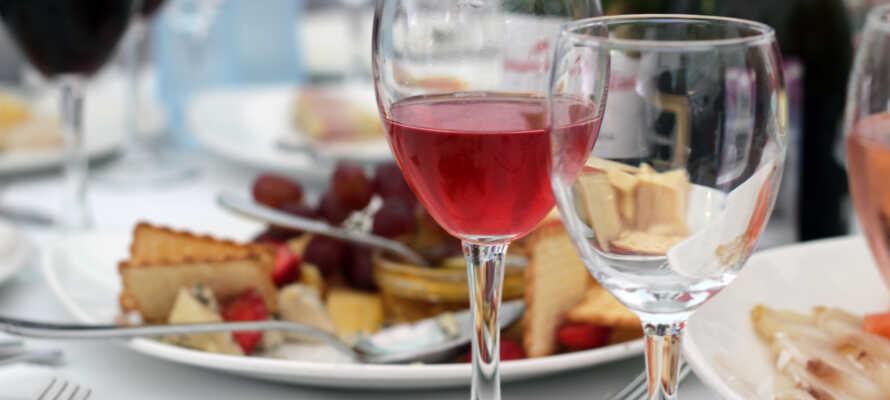Avnjut utsökt mat på hotellet vars kök lägger fokus på Sörmlands vilda och odlade.