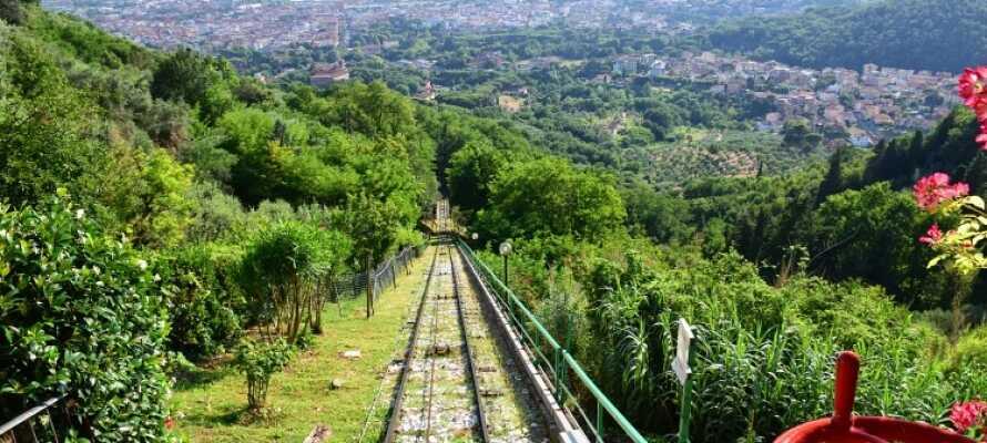 Mit der Standseilbahn können Sie die Aussicht über Montecatini genießen.