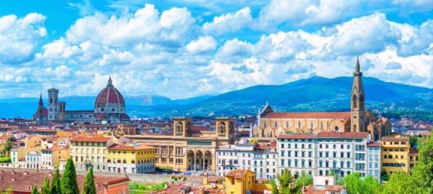 Den smukke toscanske hovedstadsby, Firenze, er et oplagt besøgsmål når I er på ferie i Montecatini Terme.