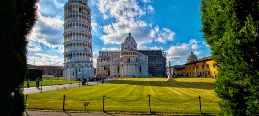 Oplev én af Toscanas absolut mest populære attraktioner med en udflugt til Det Skæve Tårn i Pisa!