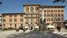 Det 4-stjernede Grand Hotel Plaza Montecatini ligger centralt i Montecatini Terme lige overfor kirken og springvandet
