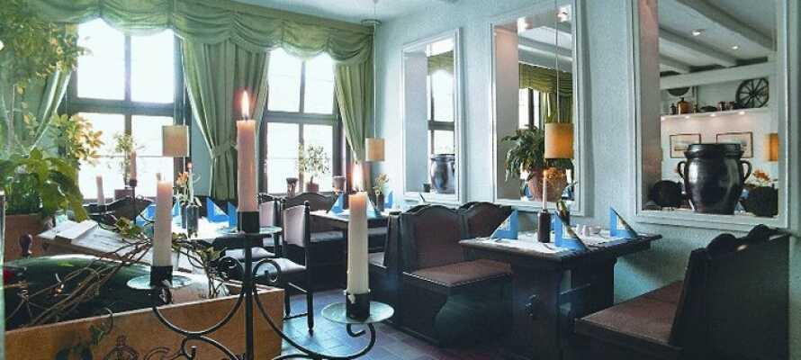 Det serveras lokala och regionala rätter i hotellets mysiga restaurang