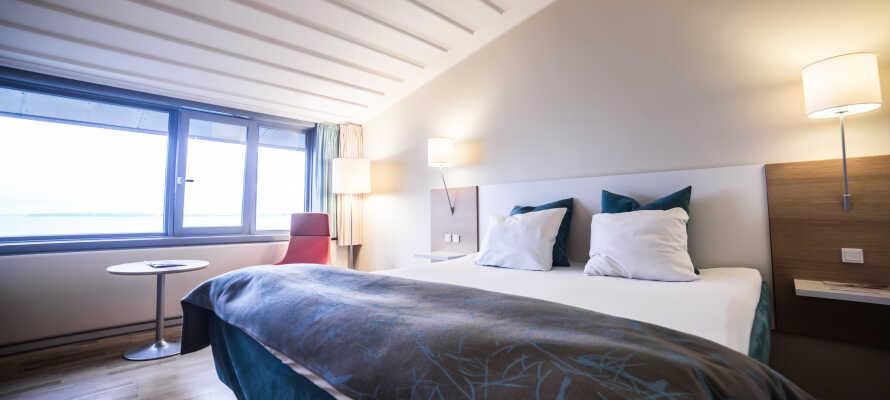 De lyse og rummelige værelser er alle lyst og moderne indrettet, og tilbyder et lækkert 4-stjernet komfortniveau.