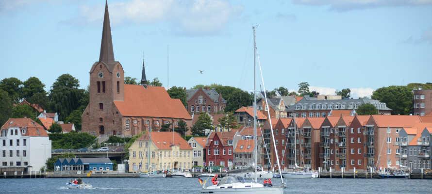 Sønderborg er en sjarmerende og historisk by med mye kultur, historie og med shopping kun lokalisert 250 meter fra hotellet